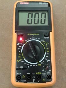 Comprobación de un DIAC midiendo hFE de Transistor con un Polímetro Digital