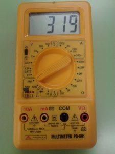 Comprobación de un Transistor PNP midiendo hFE de Transistor con un Polímetro Digital
