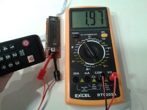 Comprobación de un Receptor de IR con un Mando a Distancia midiendo Tensión Alterna con un Polímetro Digital-2