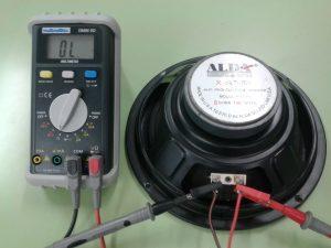 Altavoz Dinámico con bobina móvil o cable en circuito abierto o no tocas, etc.