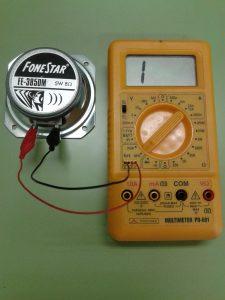 Comprobación de un Altavoz Dinámico (bobina móvil) midiendo hFE de Transistor con un Polímetro Digital