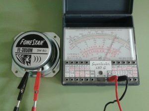 Comprobación de un Altavoz Dinámico (bobina móvil) midiendo Resistencia con un Polímetro Analógico
