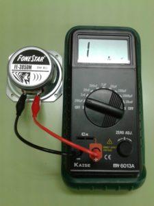 Comprobación de un Altavoz Dinámico (bobina móvil) midiendo con un Capacímetro