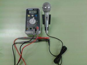 Comprobación de un Micrófono Dinámico (bobina móvil) midiendo Resistencia con un Polímetro Digital
